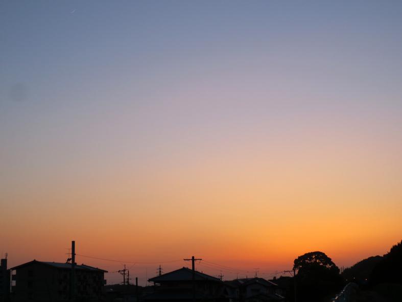 ■空模様は心もよう──週替わりの夕暮れ[5/20-22]_d0190217_02543.jpg