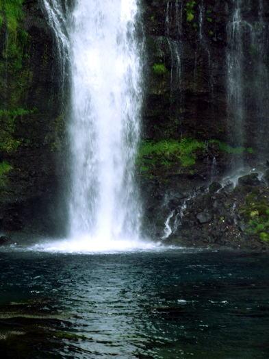 マイナスイオンたっぷりの白糸の滝。_b0089338_20231543.jpg