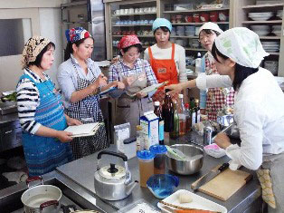お料理教室を開催しました♪_d0298850_2405486.jpg