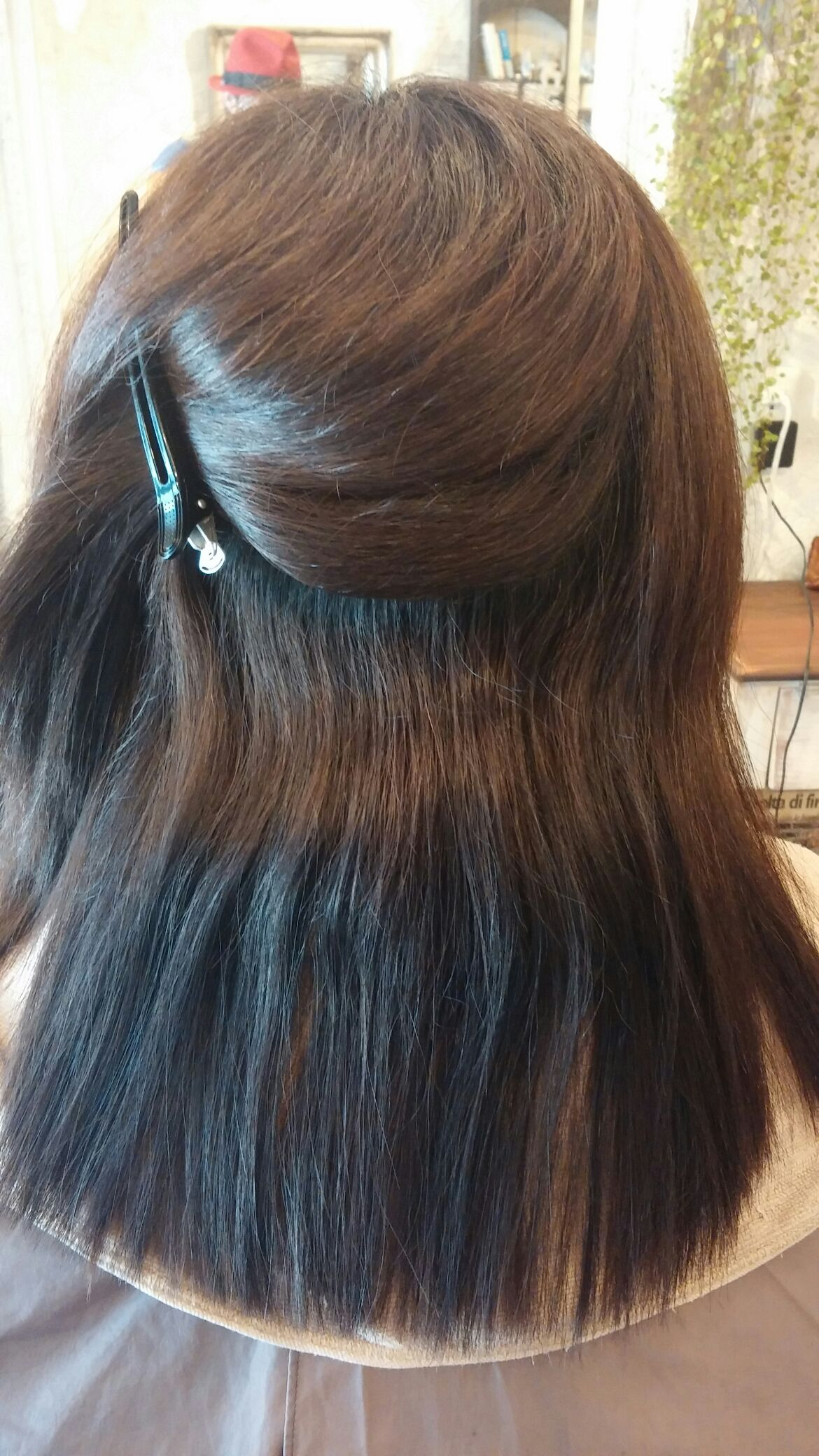 縮毛の矯正と毛先のラウンド。。。_b0210688_18255017.jpg
