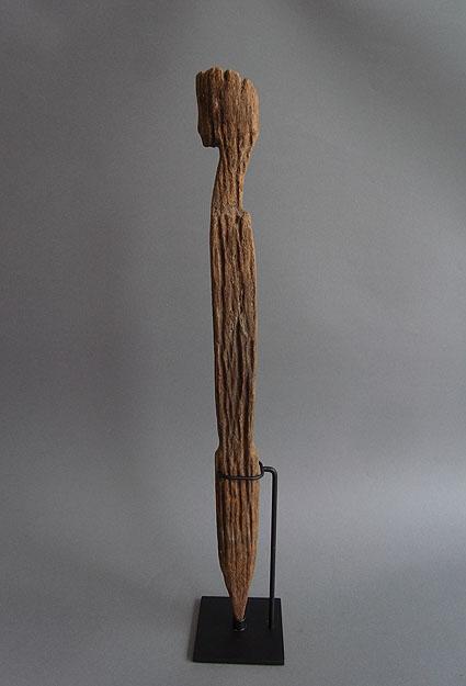 バタック族彫像_e0111789_10263517.jpg