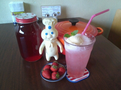 STRAWBERRY CREAM SODA_c0228895_11365795.jpg