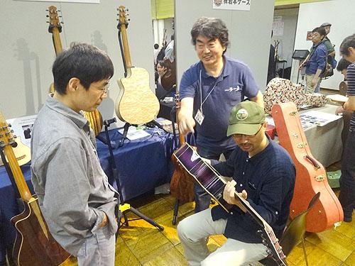 今年も行ってきました! TOKYOハンドクラフトギターフェス2015_c0137404_16535843.jpg