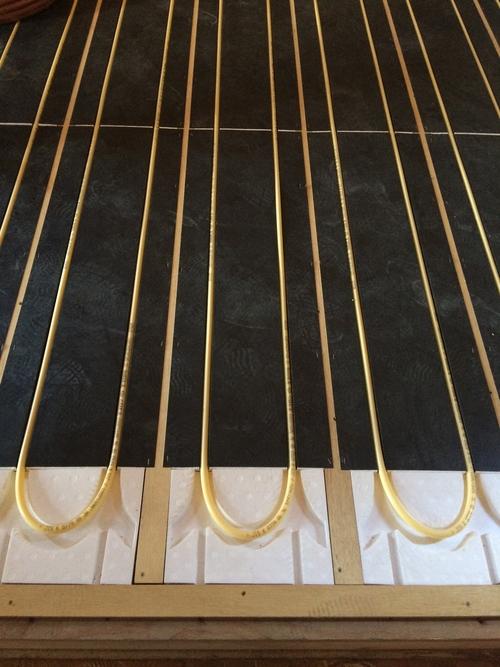 床暖房の配管工事です。_a0148909_9225038.jpg