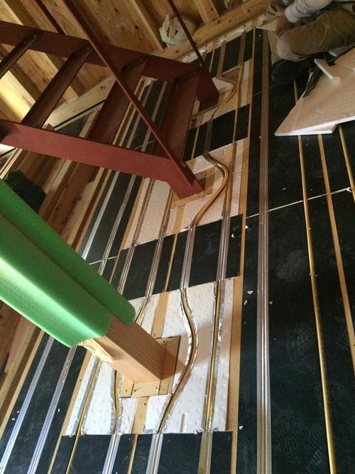 床暖房の配管工事です。_a0148909_9231094.jpg
