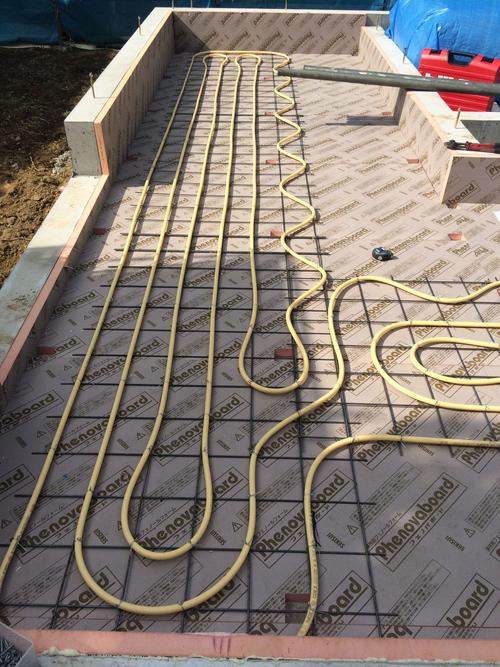 床暖房の配管工事です。_a0148909_9235289.jpg