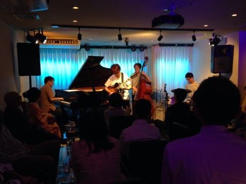 Jazzlive comin 広島 本日のライブ_b0115606_11182331.jpg