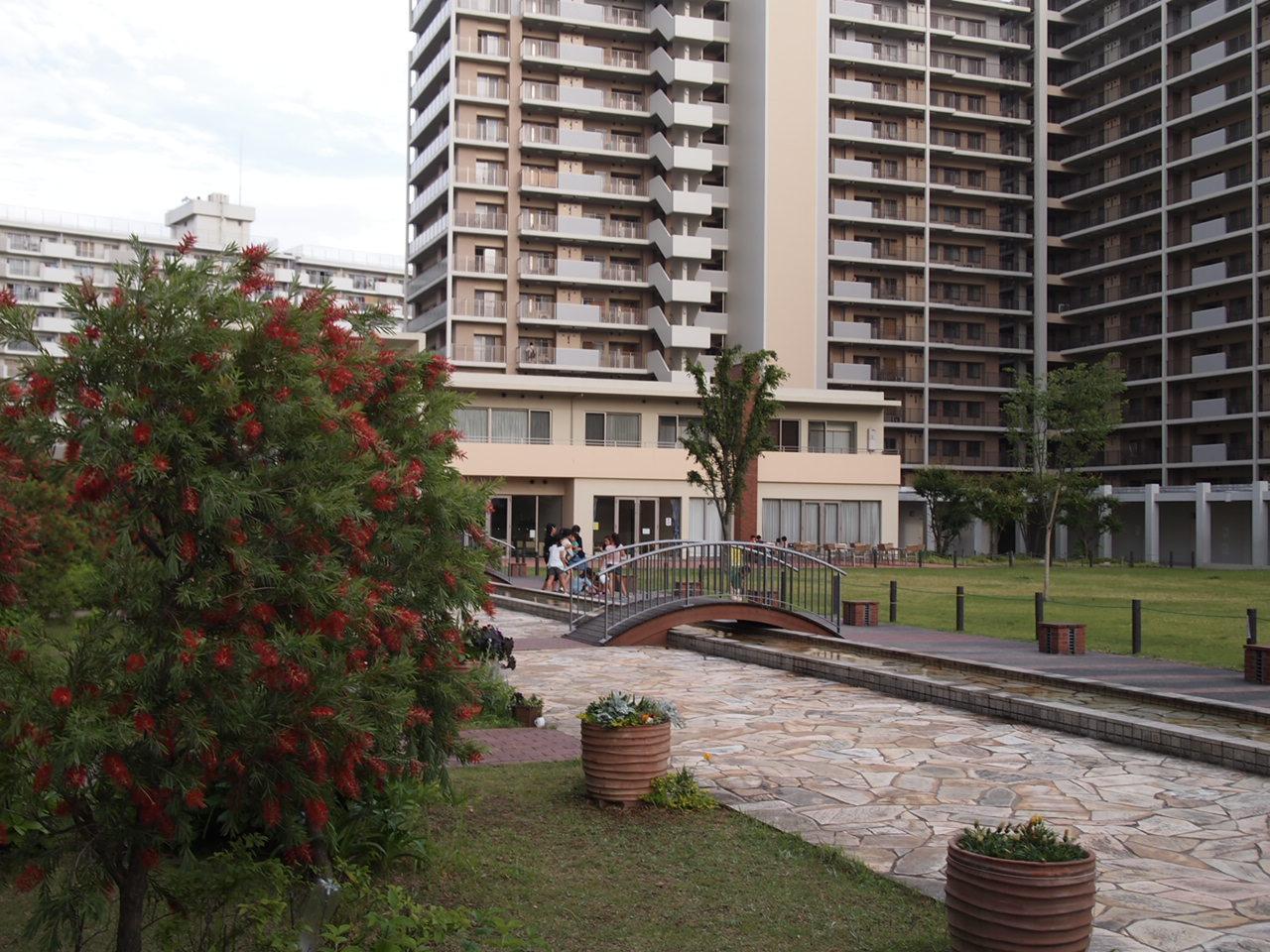 葛飾区/中庭のあるマンション。。。_a0214329_6584257.jpg
