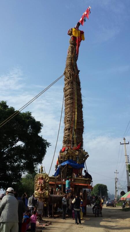 ネパール報告:2日目、山車_e0155231_1256233.jpg