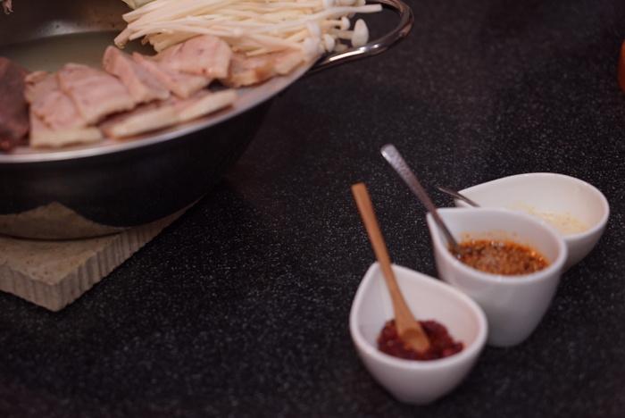 ソウルのヌティナムのチョンゴル・スユクを真似て、とろとろゆで牛肉の鍋_a0223786_1093620.jpg
