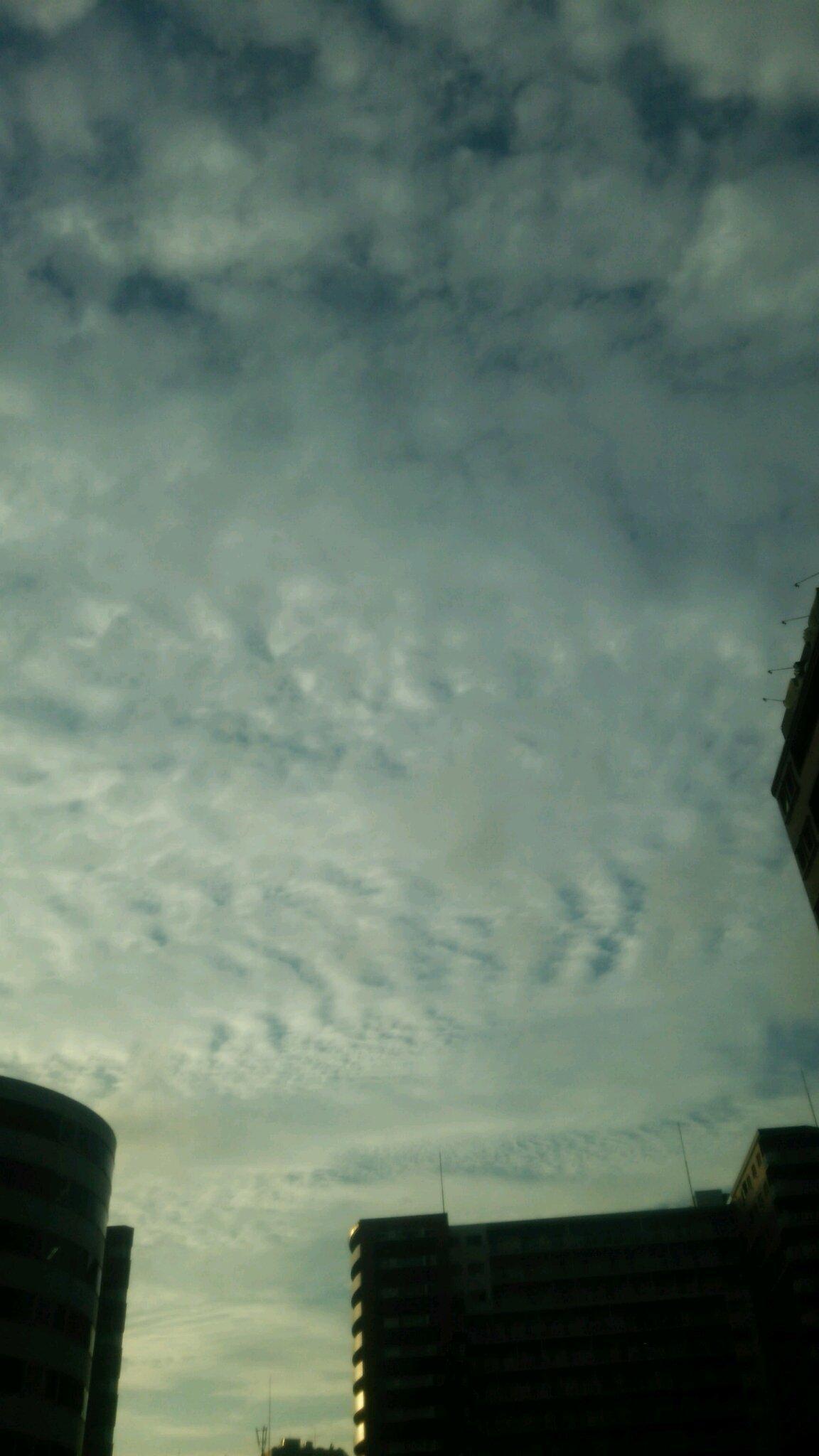 地震雲を撮影しました。_e0119092_10060112.jpg