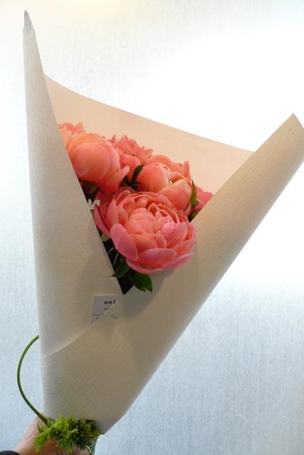 シャクヤクのみの花束。_b0171193_00190905.jpg