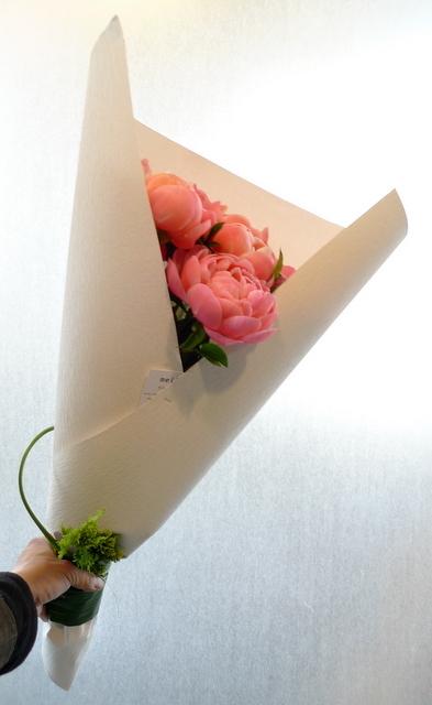 シャクヤクのみの花束。_b0171193_00192373.jpg