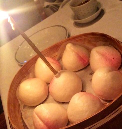 桃饅頭で長寿を祝う_b0210699_00452408.jpg