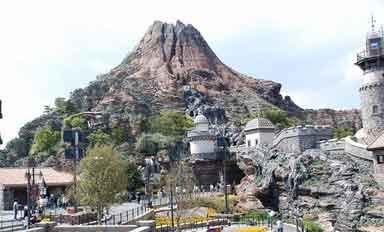 ディズニー映画「トゥモローランド・Tomorrowland 」/ へんな広告 #29_b0003330_12445774.jpg