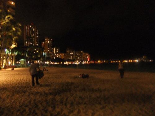 ワイキキビーチの....昼と夜!_b0137932_21352255.jpg