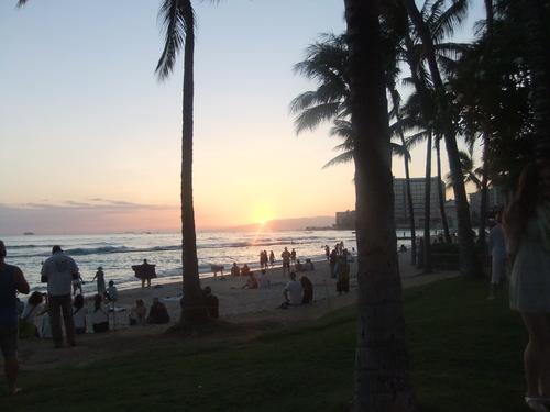 ワイキキビーチの....昼と夜!_b0137932_216662.jpg