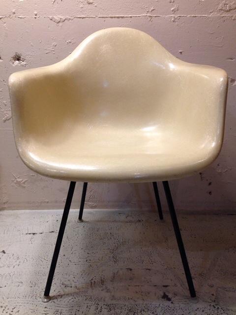 5月30日(土)大阪店ヴィンテージ家具入荷!②Eames ArmShell Chair!!(大阪アメ村店)_c0078587_13273036.jpg