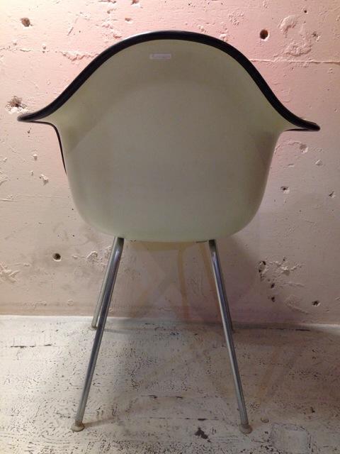 5月30日(土)大阪店ヴィンテージ家具入荷!②Eames ArmShell Chair!!(大阪アメ村店)_c0078587_1332720.jpg