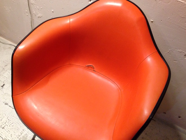 5月30日(土)大阪店ヴィンテージ家具入荷!②Eames ArmShell Chair!!(大阪アメ村店)_c0078587_13354985.jpg