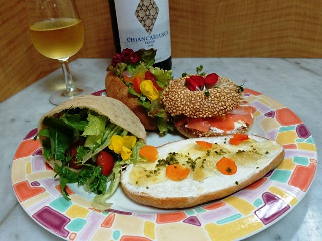 美味しそうなパン vs きれいな花_e0167593_1151323.jpg