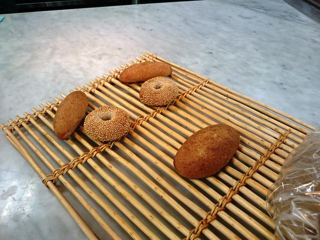 美味しそうなパン vs きれいな花_e0167593_1215599.jpg