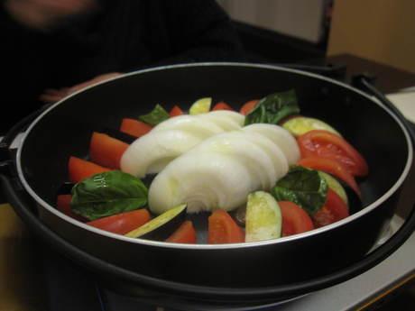 昨夜は友人とお食事 トマトすき焼き_a0279743_9491522.jpg