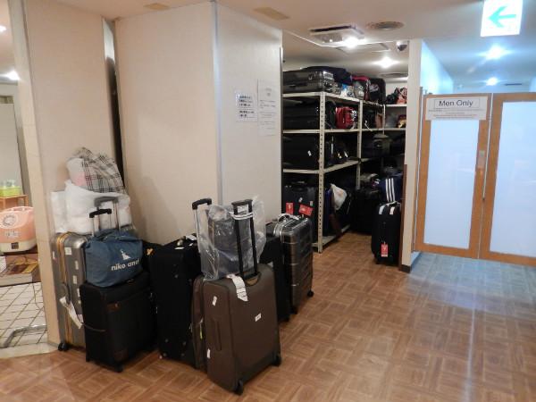 外国客に人気と噂の新宿区役所前カプセルホテルに泊まってみた_b0235153_1224341.jpg