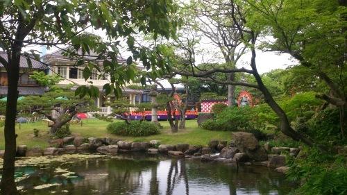 六華苑の池に映る舞台_c0122270_10230534.jpg