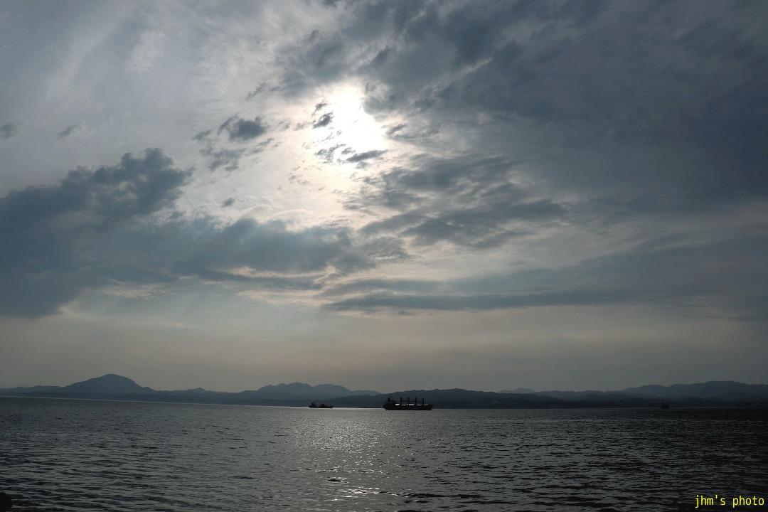 歓びの海、すまし顔の空、海峡の・・・・_a0158797_23425660.jpg