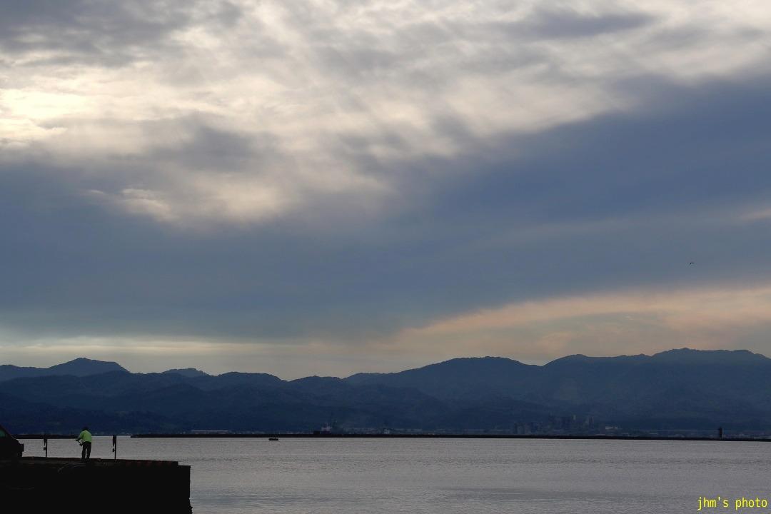 歓びの海、すまし顔の空、海峡の・・・・_a0158797_23433486.jpg