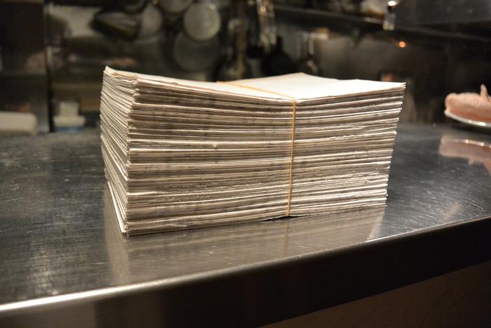 裏紙が沢山でるんです。全部メモ紙に・・・6月1日(月)のランチメニュー_d0243849_22592758.jpg