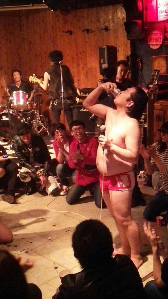 昨晩の歌舞伎町の模様でも…_c0308247_14101210.jpg