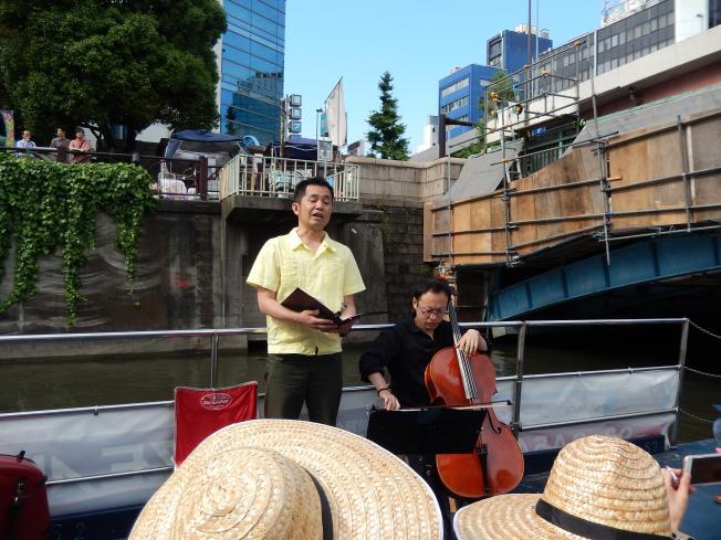 訪日外国客向けの都市観光にピッタリの楽師によるクルーズライブ_b0235153_1911548.jpg