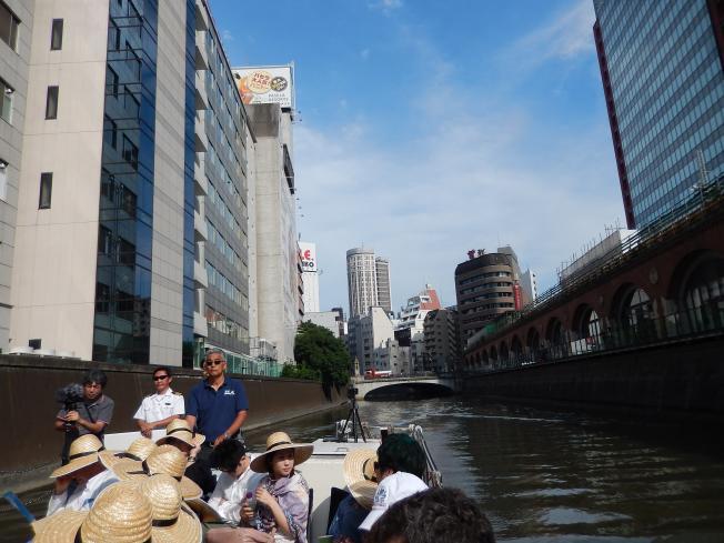 訪日外国客向けの都市観光にピッタリの楽師によるクルーズライブ_b0235153_19145128.jpg