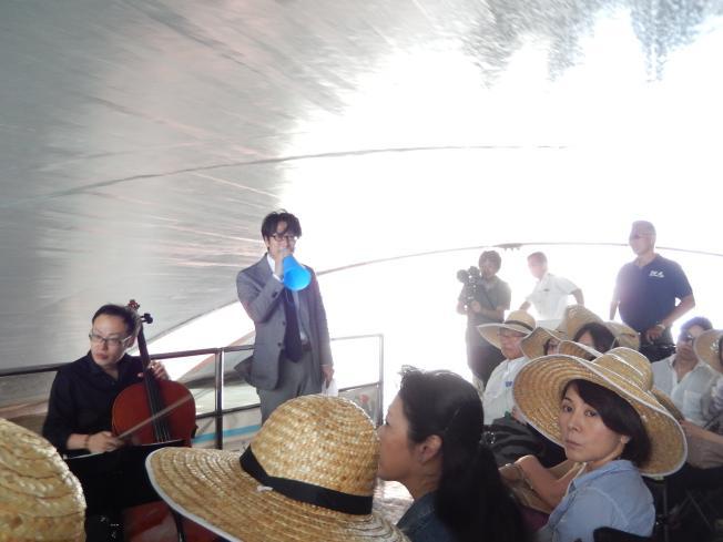 訪日外国客向けの都市観光にピッタリの楽師によるクルーズライブ_b0235153_19161453.jpg