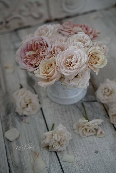 エトル・ファシネのバラとピンクのすずらん_f0127281_20583241.jpg