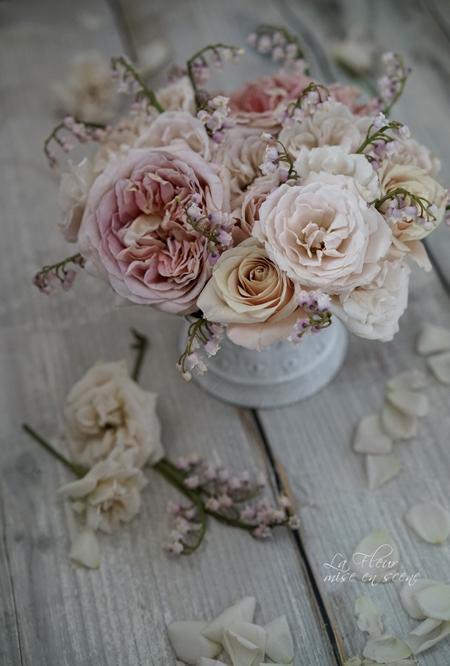 エトル・ファシネのバラとピンクのすずらん_f0127281_2101442.jpg