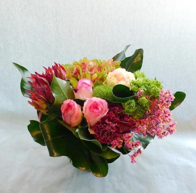 お母様の誕生日に。長野県松本市に発送。「めずらしめの花をいれて、エレガント系で」。_b0171193_18303472.jpg