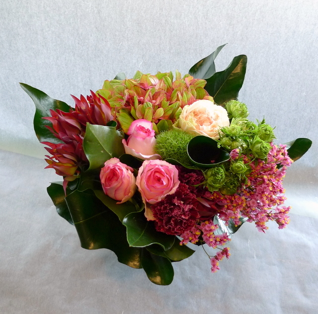 お母様の誕生日に。長野県松本市に発送。「めずらしめの花をいれて、エレガント系で」。_b0171193_18303702.jpg