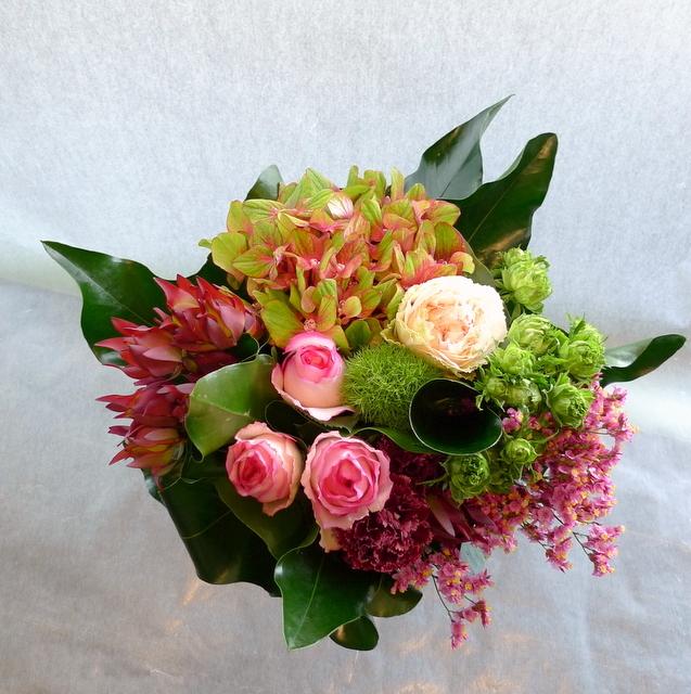 お母様の誕生日に。長野県松本市に発送。「めずらしめの花をいれて、エレガント系で」。_b0171193_18304006.jpg