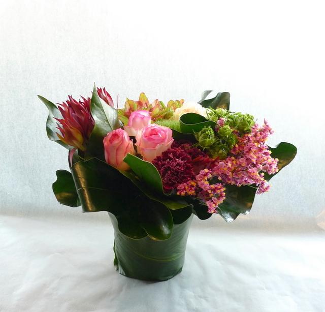 お母様の誕生日に。長野県松本市に発送。「めずらしめの花をいれて、エレガント系で」。_b0171193_18304467.jpg