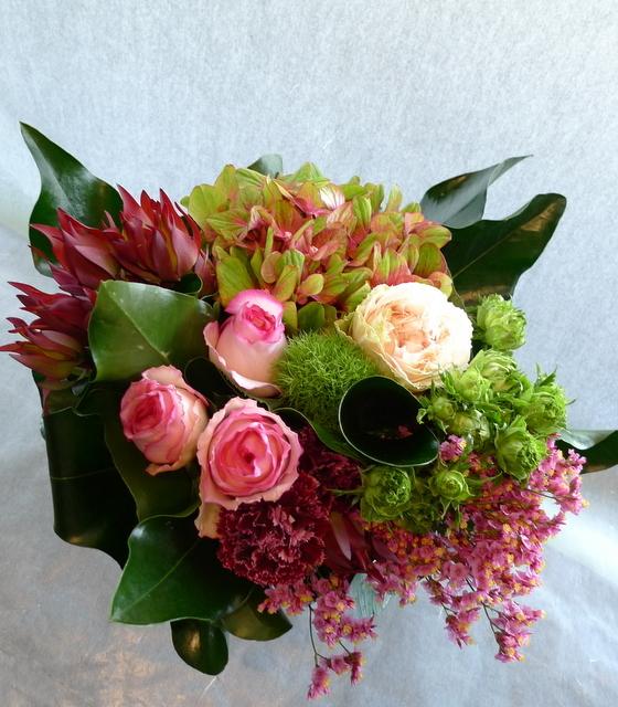 お母様の誕生日に。長野県松本市に発送。「めずらしめの花をいれて、エレガント系で」。_b0171193_18304802.jpg