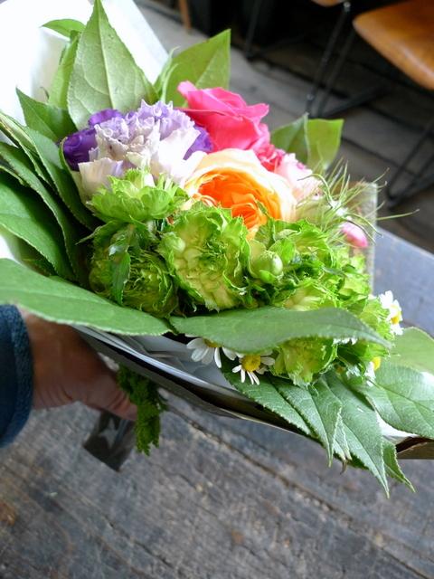 送別用の花束。女性用。「カラフルに、元気が出る感じ」。_b0171193_18382376.jpg