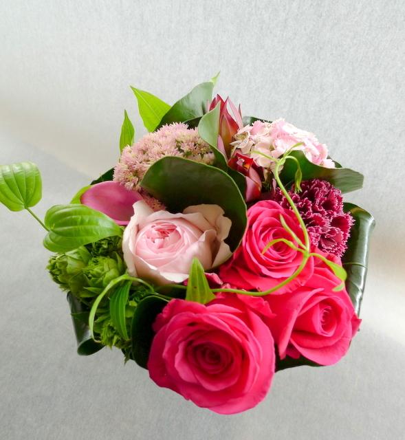 娘さん達からお母様の誕生日に。中富良野町に発送。「濃い色も使って、華やかに」。_b0171193_18405225.jpg