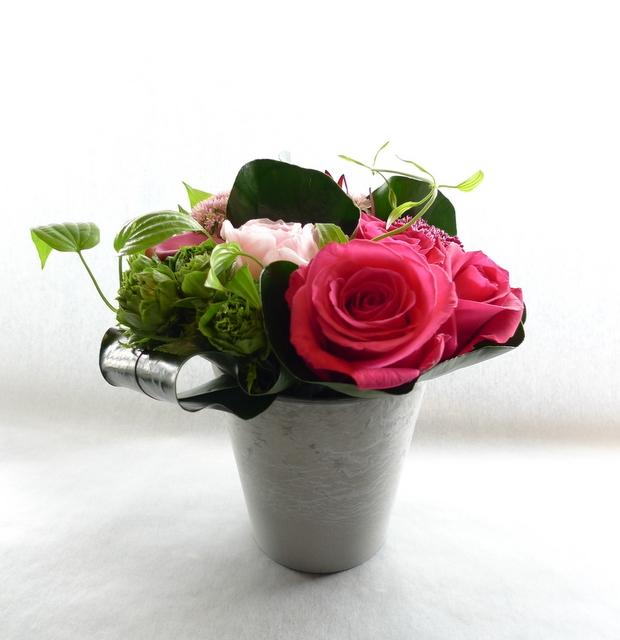 娘さん達からお母様の誕生日に。中富良野町に発送。「濃い色も使って、華やかに」。_b0171193_18405782.jpg