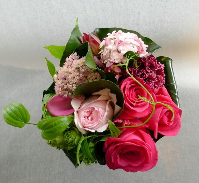 娘さん達からお母様の誕生日に。中富良野町に発送。「濃い色も使って、華やかに」。_b0171193_18405993.jpg