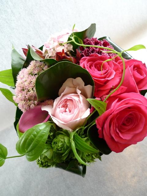 娘さん達からお母様の誕生日に。中富良野町に発送。「濃い色も使って、華やかに」。_b0171193_18410267.jpg