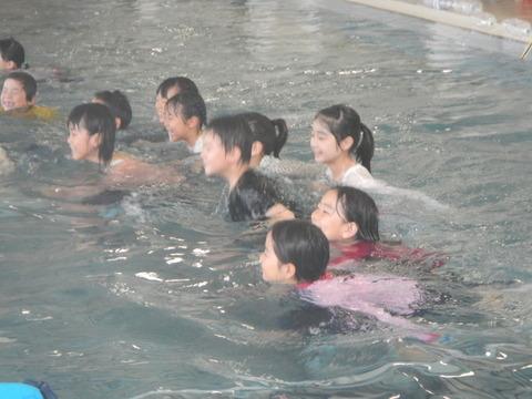 着衣水泳レッスンを行いました_b0286596_12451180.jpg