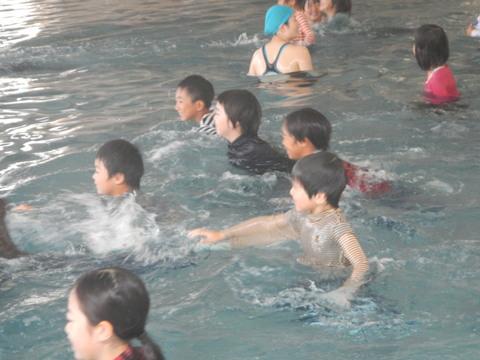 着衣水泳レッスンを行いました_b0286596_12453567.jpg
